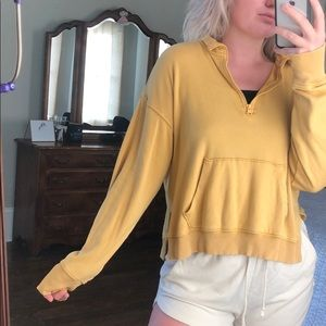 AEO MUSTARD YELLOW QUARTER ZIP SWEATSHIRT